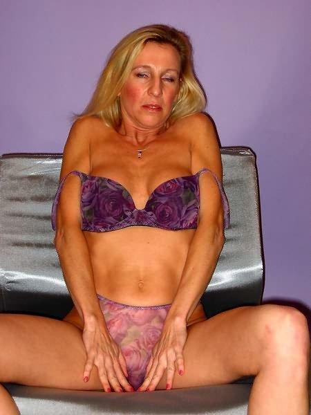 Blond marue posing nudep06