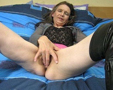 Mature Nude Grandma Fingering Her Pussy29857